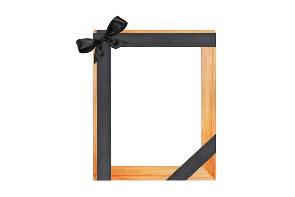 Рамка с черной лентой для фото